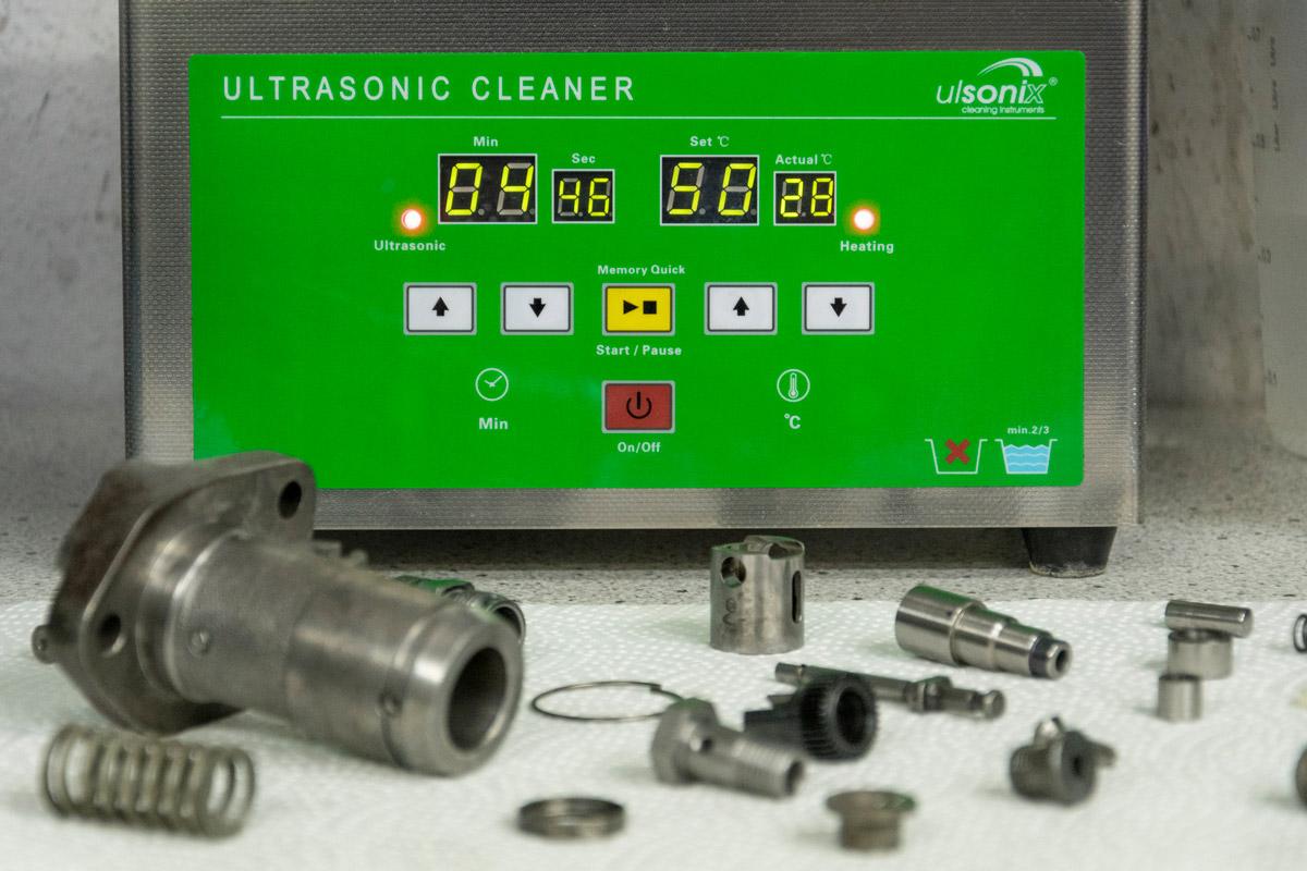 Röhrer Automotive Ultraschallreiniger für Einspritzdüsen